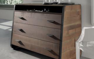 Runner chest of drawers